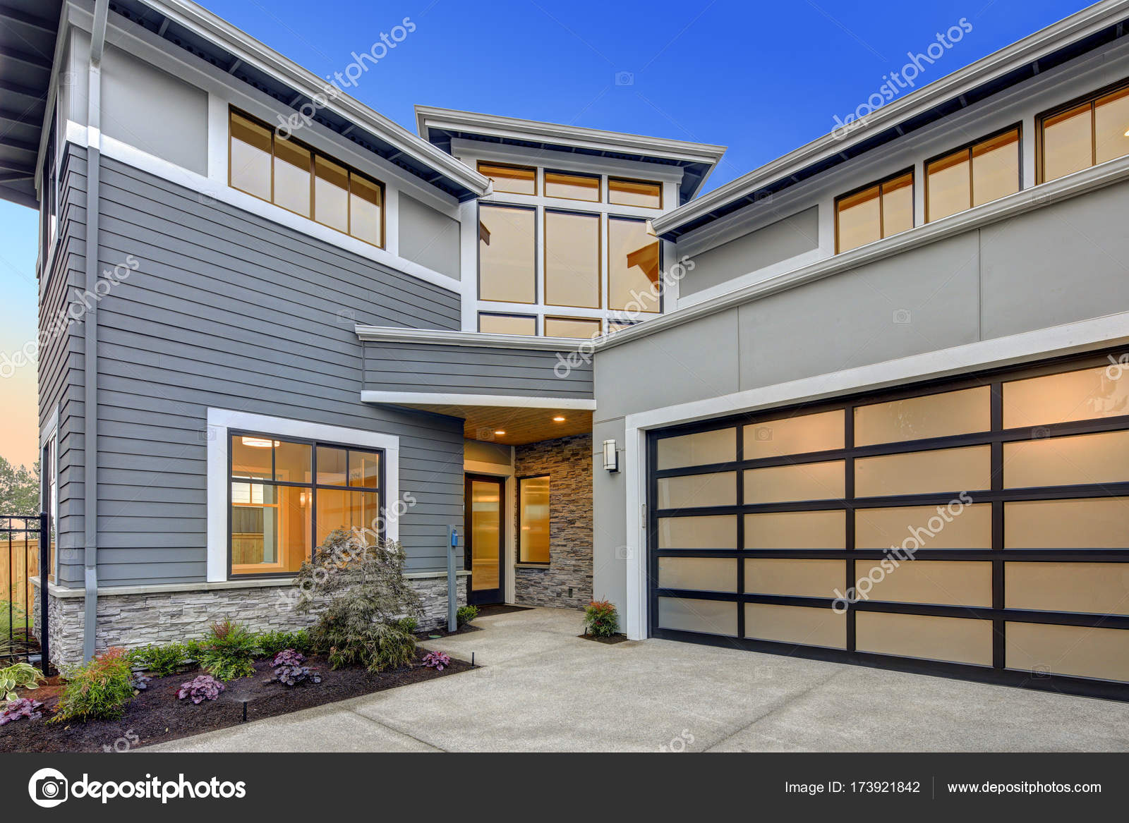 Casa Stile Moderno Esterni : Esterno della casa stile moderno artigiano u foto stock
