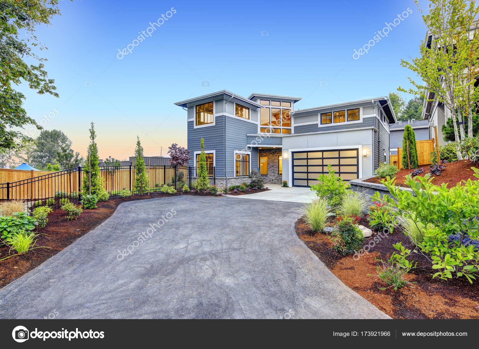 Moderne Handwerker Stil Haus außen — Stockfoto © iriana88w #173921966
