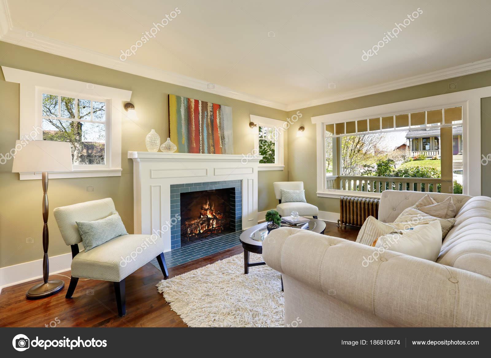 Brilliant Amerikanischer Kamin Sammlung Von Schicke Grüne Wohnzimmer Mit Einem Traditionellen —