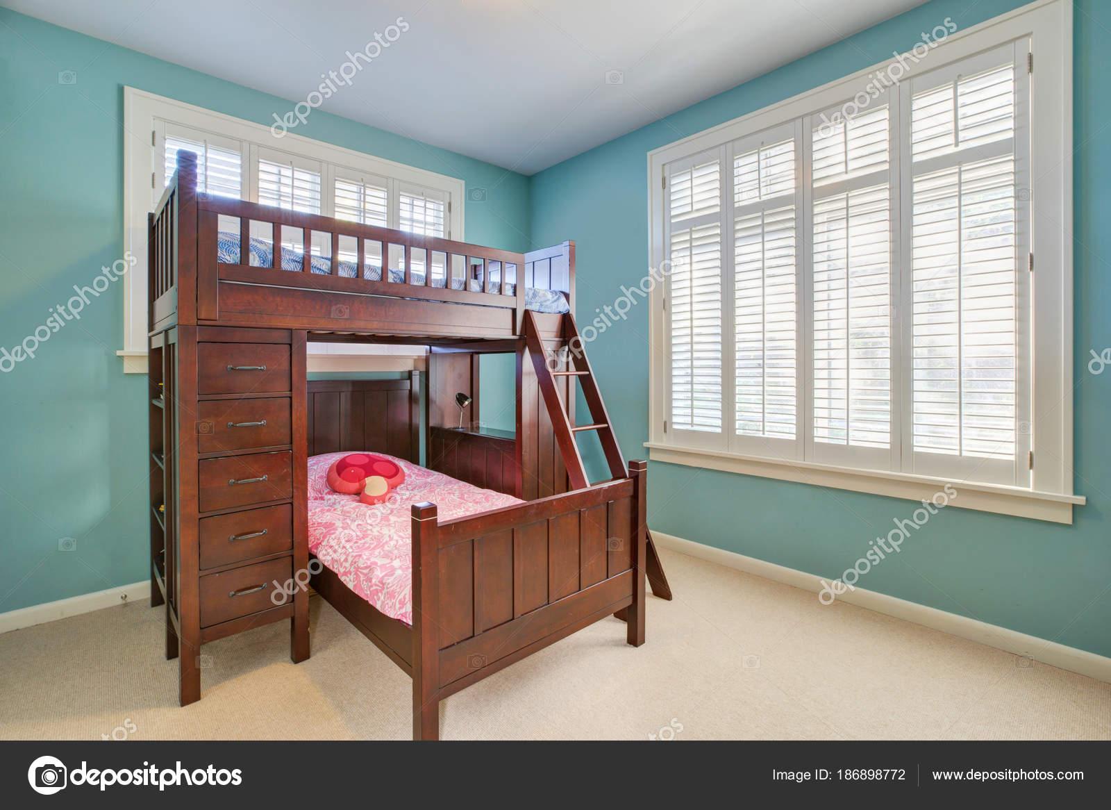 Grün und blau Kinderzimmer mit Etagenbett — Stockfoto © iriana88w ...