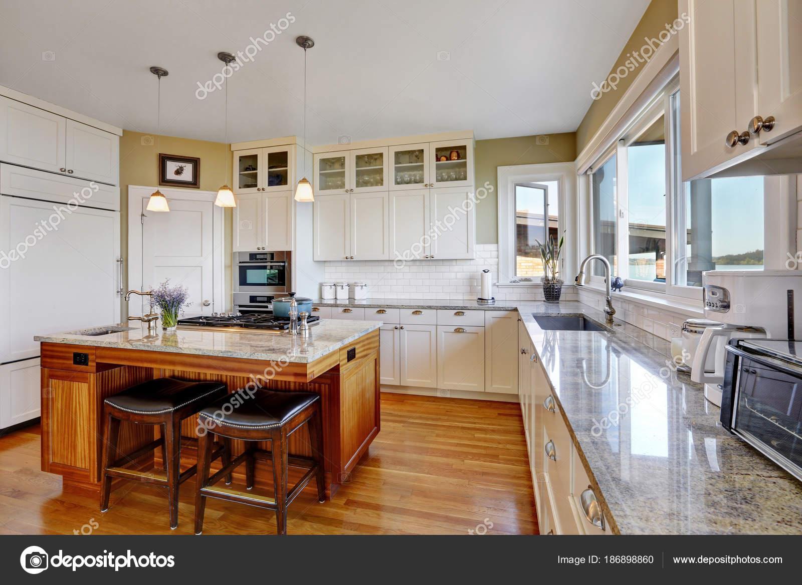 Cozinha Branca Surpreendente Com Arm Rios De Cozinha Brancos Puros