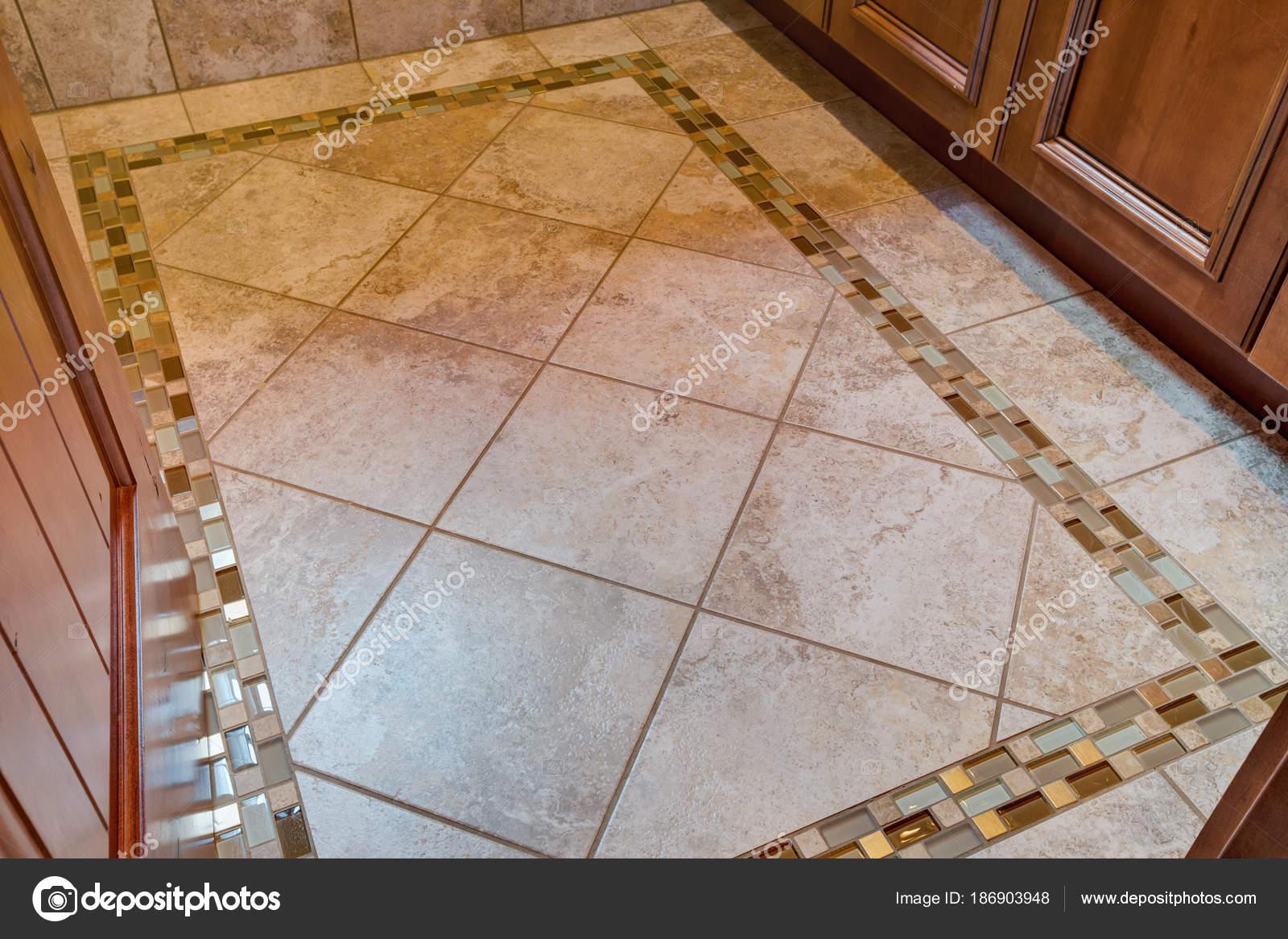 Fußboden Fliesen Marmor ~ Badfliesen für jeden geschmack groß denken xxl fliesen in