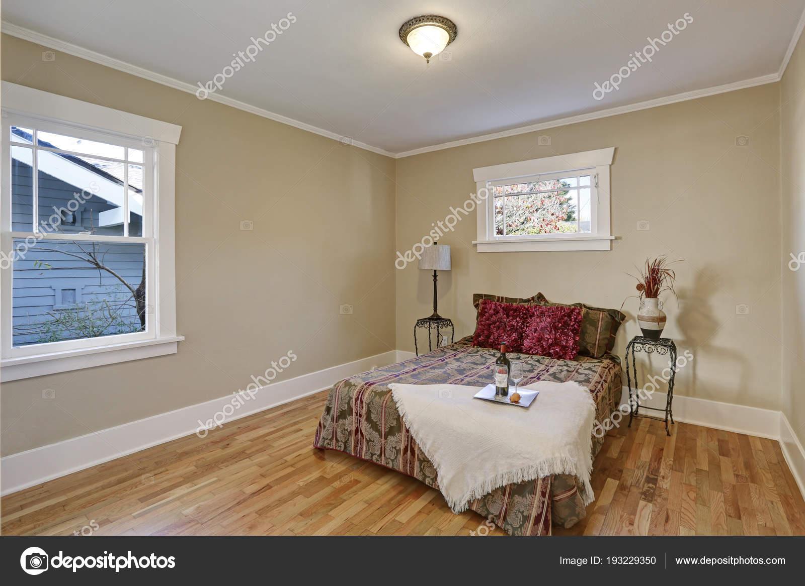 Camera Da Letto Beige : Interno camera da letto beige bella u2014 foto stock © iriana88w