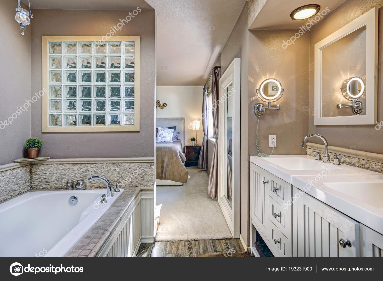 Vasca Da Bagno Vanity Prezzo : Elegante bagno con doppio lavabo mobile u2014 foto stock © iriana88w