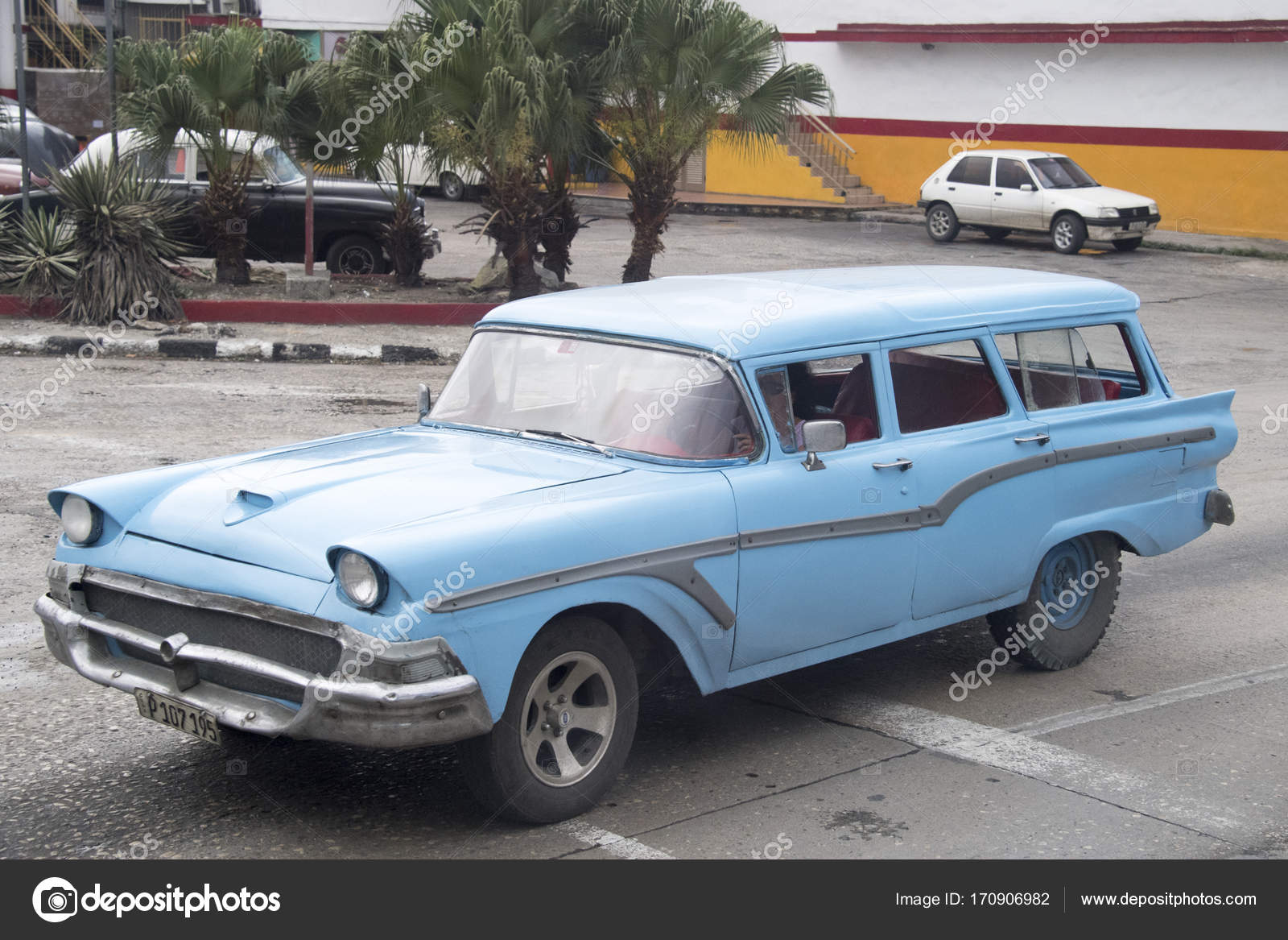 Pictures of Cuba: old vintage cars in action – Stock Editorial ...