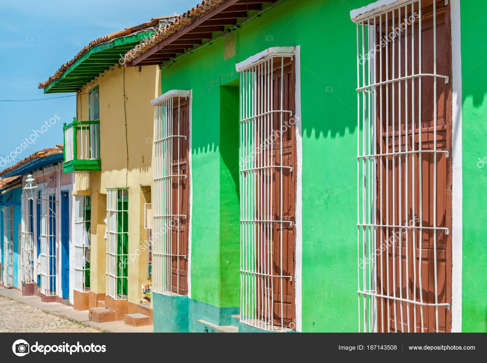 Trinidad Cuba: Häusern im Kolonialstil mit lebendigen Farben ...