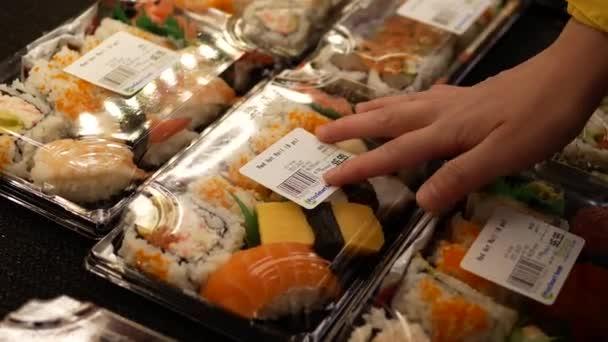 Vásárol forró nő roll combo belül ár intelligens élelmiszer áruház.