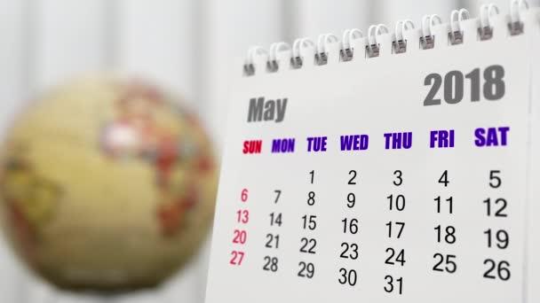 Pohyb z května 2018 kalendář s rozostření zemi světa otáčení pozadí