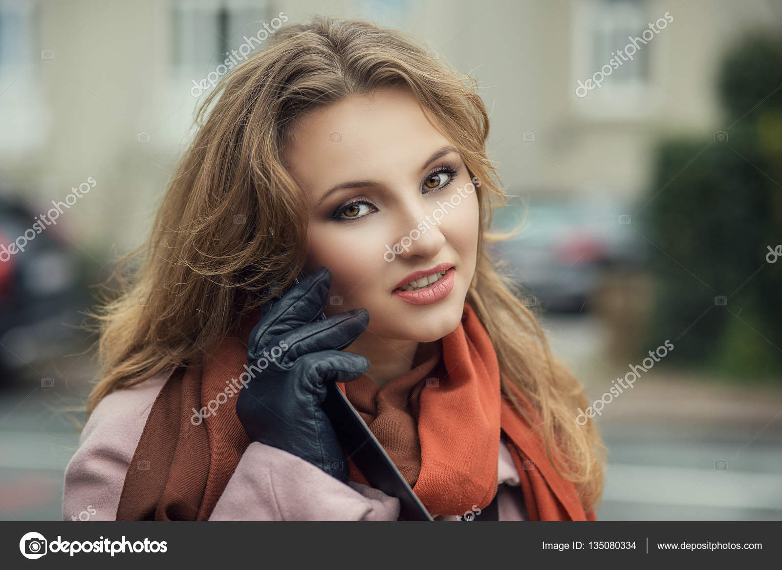 картинка девушка как мобильный телефон