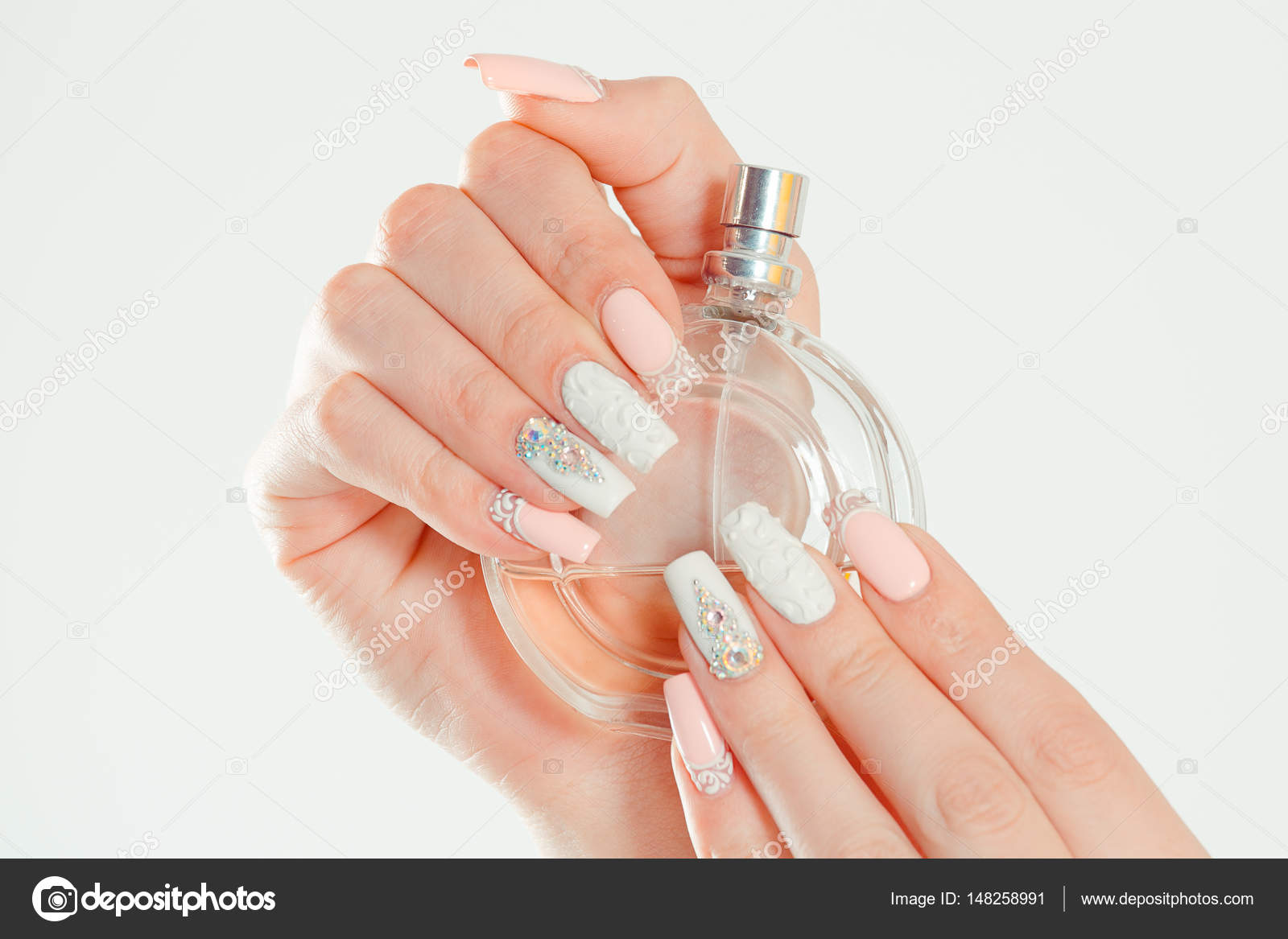 Closeup Nagel Poliert Pastell Bunt Lange Nagel Coral Pink Weiss Mit
