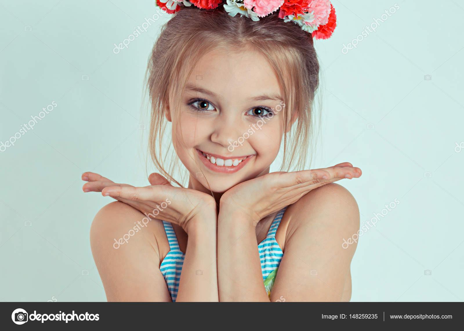 Academia Dominicana De La Lengua  Cute Smiling Teen Thouching-7807