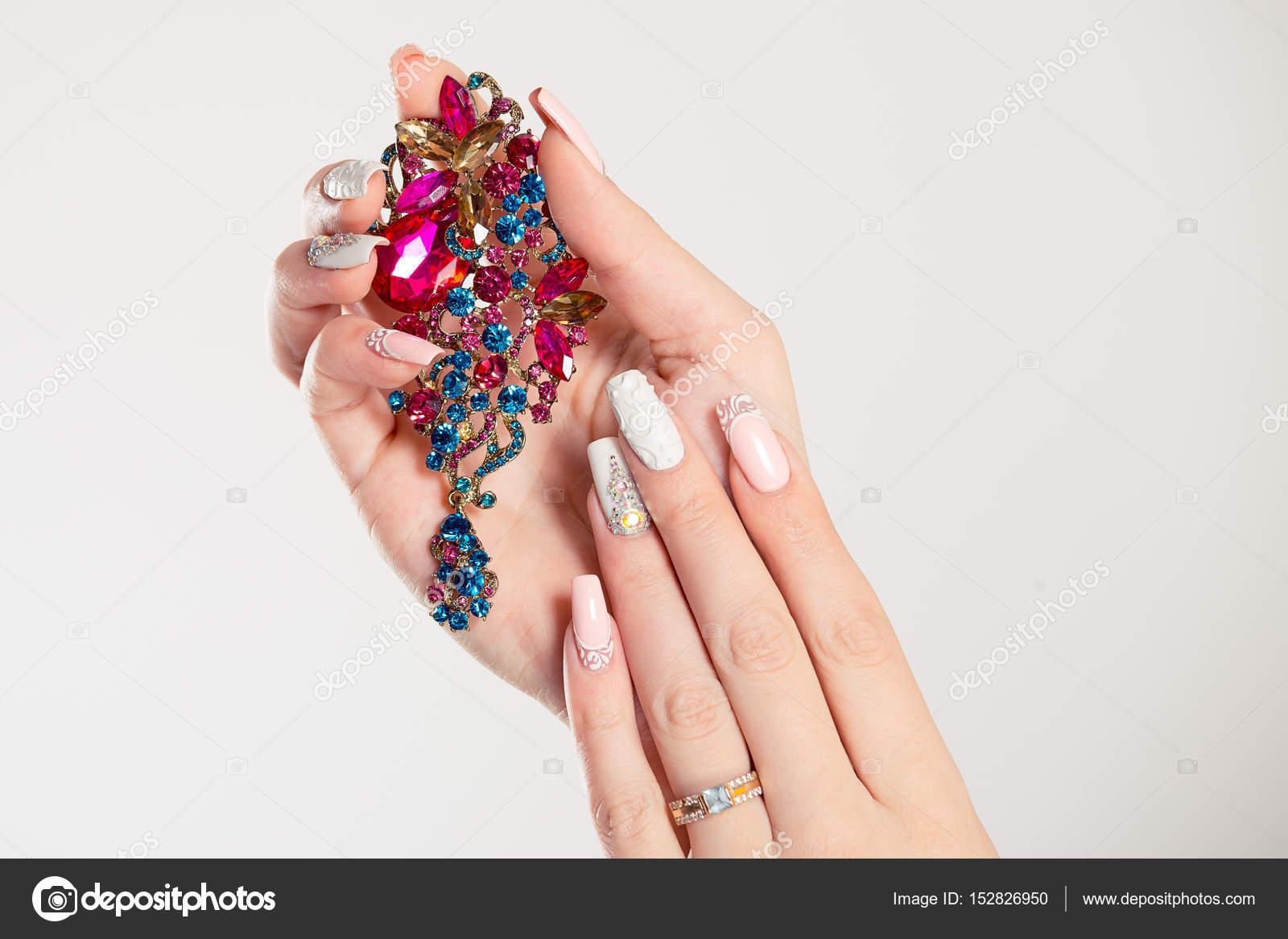 Nagel poliert pastell bunt lange Nägel coral pink, weiß mit ...