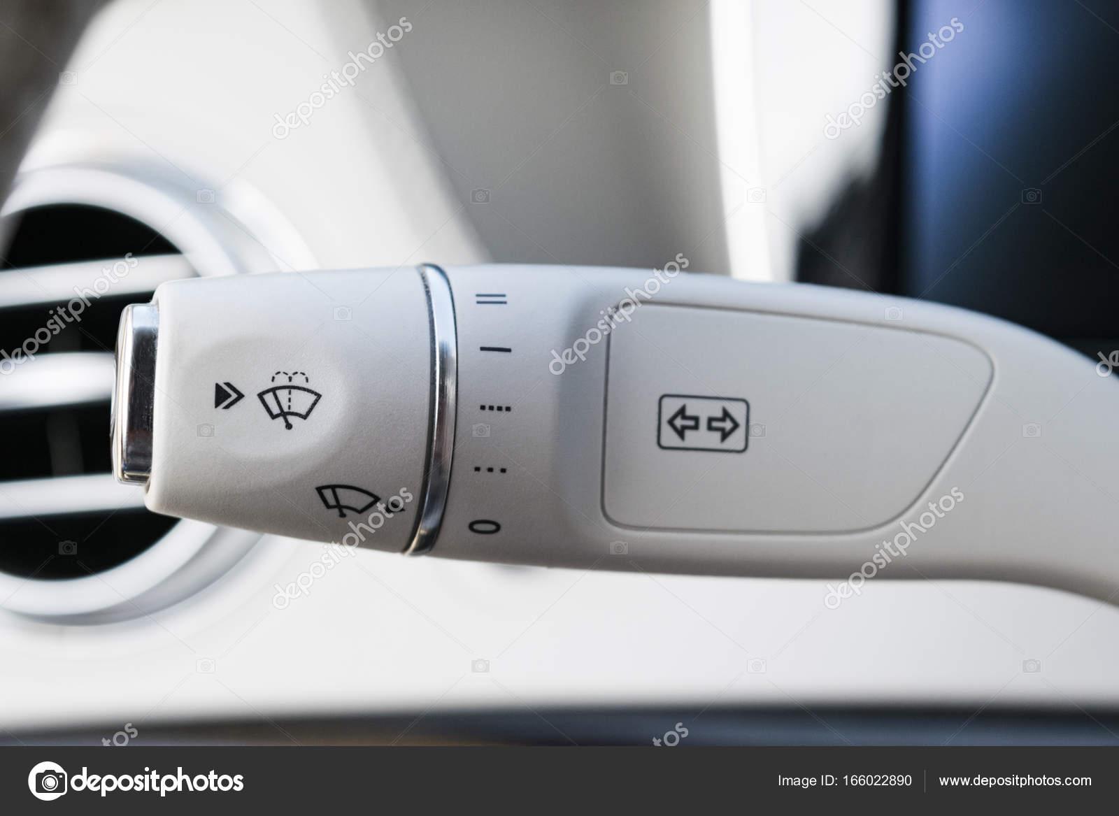 witte lederen moderne auto interieur detail snelheid van de ruitenwissers van het scherm in auto aan te passen de knevel van de schakelaar van de wisser
