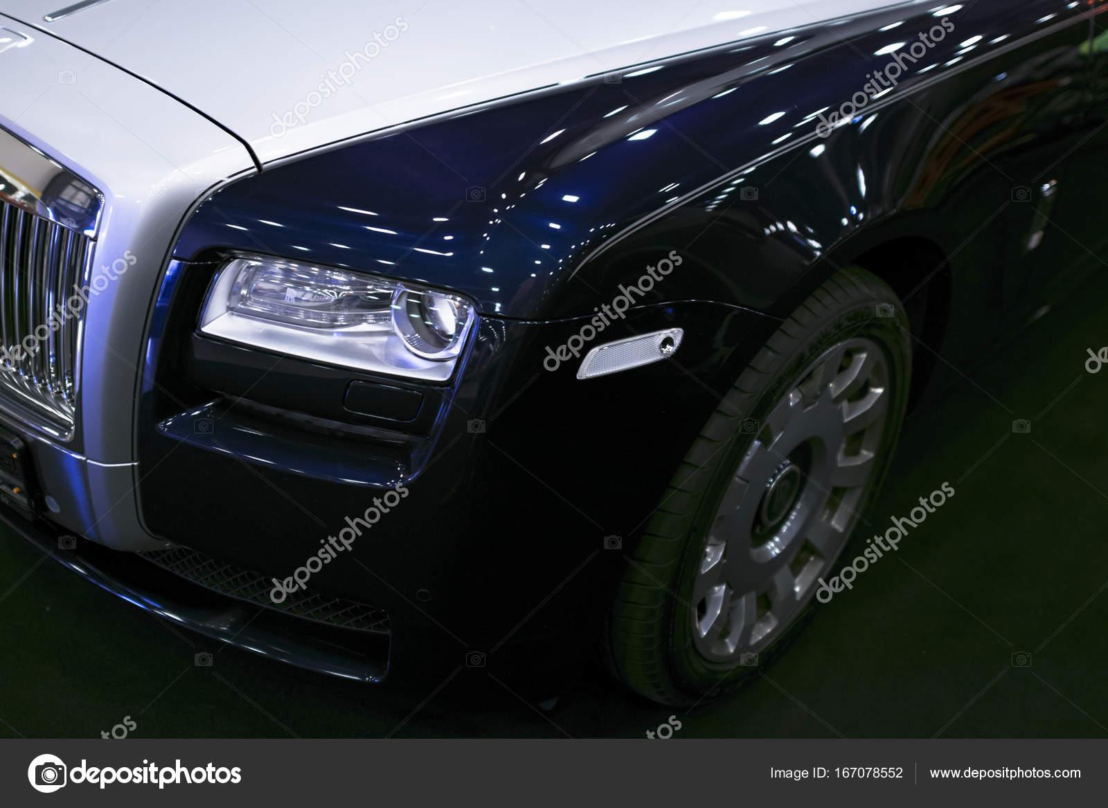 Vorderansicht Eines Luxuswagens Rolls Royce Phantom Rolls Royce