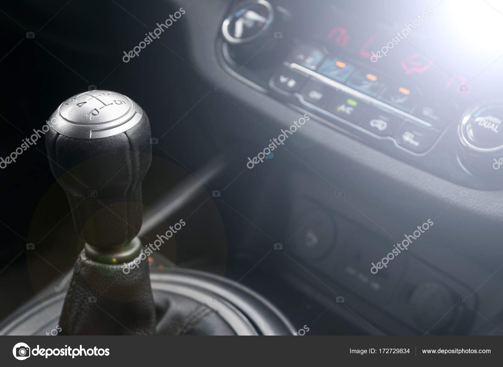 handgeschakelde versnellingsbak auto interieur details de transmissie van de auto zachte verlichting abstracte weergave foto van bigtunaonline