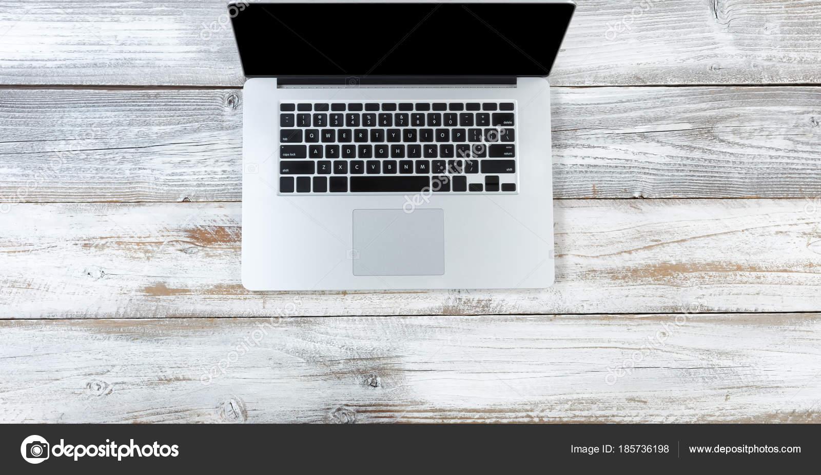 Vue de dessus d un ordinateur portable sur le bureau en bois