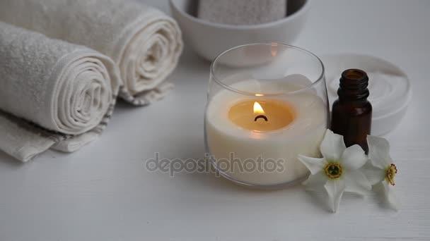 lázeňské prostředí s hořící svíčka