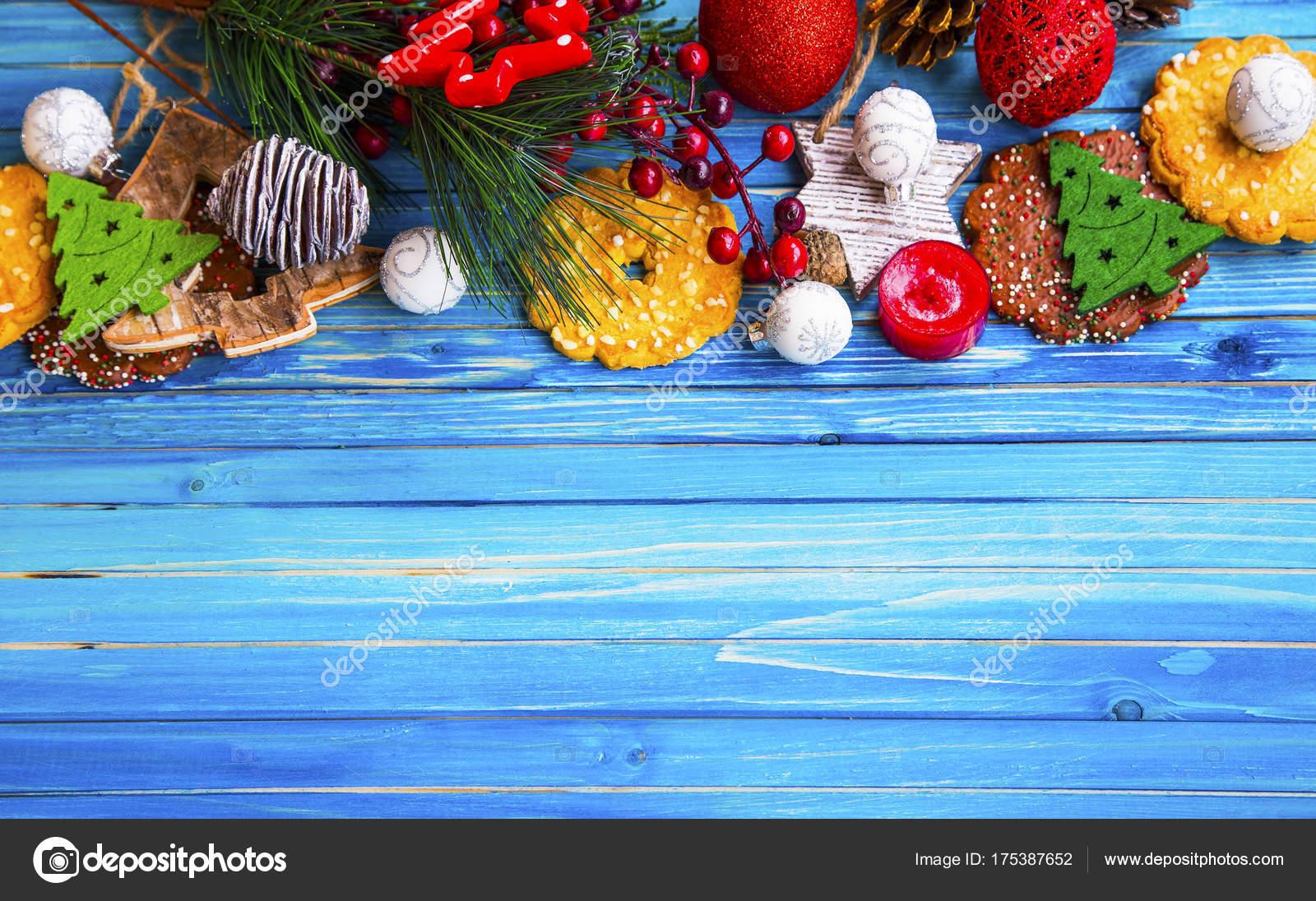 Marco de Navidad con ornamentos festivos y galletas, decoraciones ...