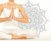 Photo Woman sitting in lotus position