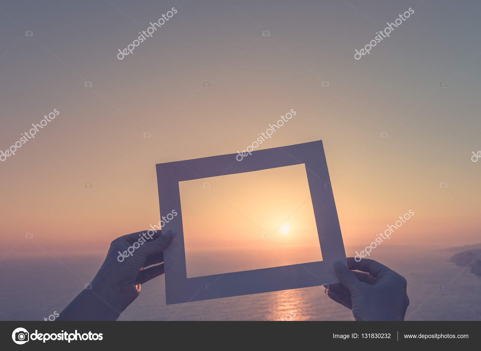 Inspirierende Fotorahmen auf unscharfen Strand Hintergrund. Sommer ...