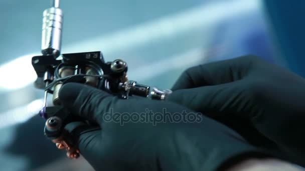 Master preparazione macchina per tatuaggio