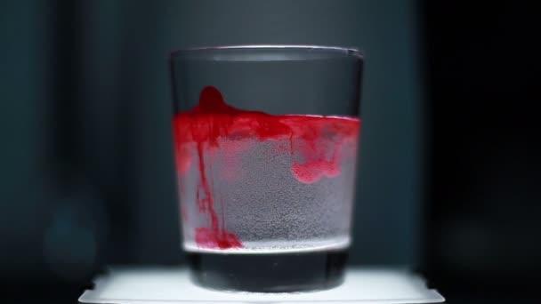Vörös tinta a víz alá