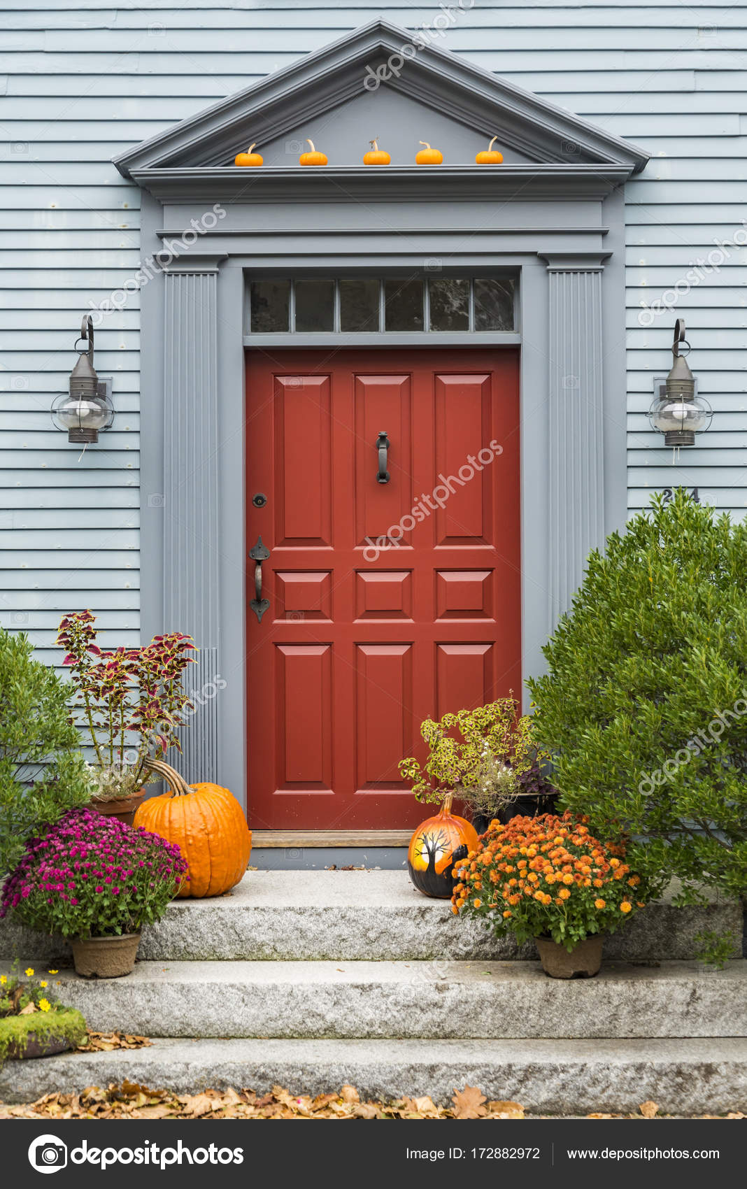 Charmant Door Of A Typical New England Residential House With Small Entrance Garden  U2014 Photo By Edella