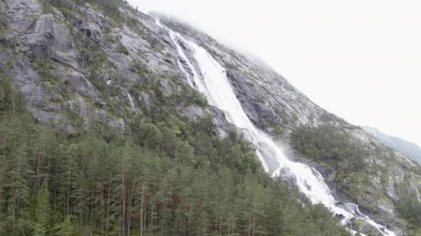 Langfoss vodopád v Norsku
