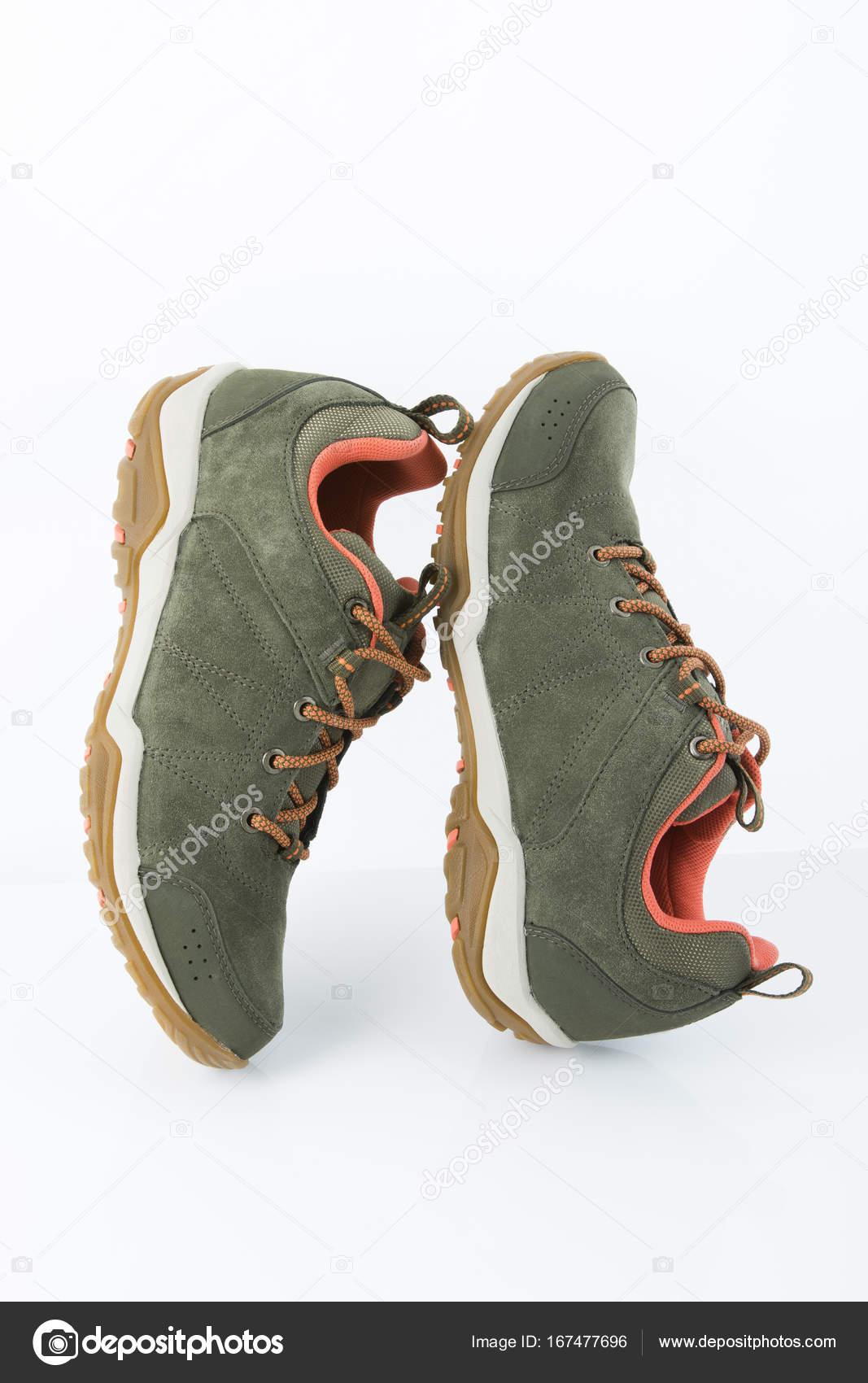 πράσινο δέρμα καστόρι παπούτσια πεζοπορίας — Φωτογραφία Αρχείου ... 892d0717dc6