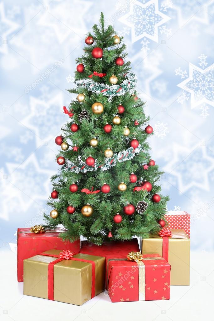 Tannenbaum Der Schneit.Weihnachtsbaum Hintergrund Schnee Winter Schneit Goldenen Kugeln
