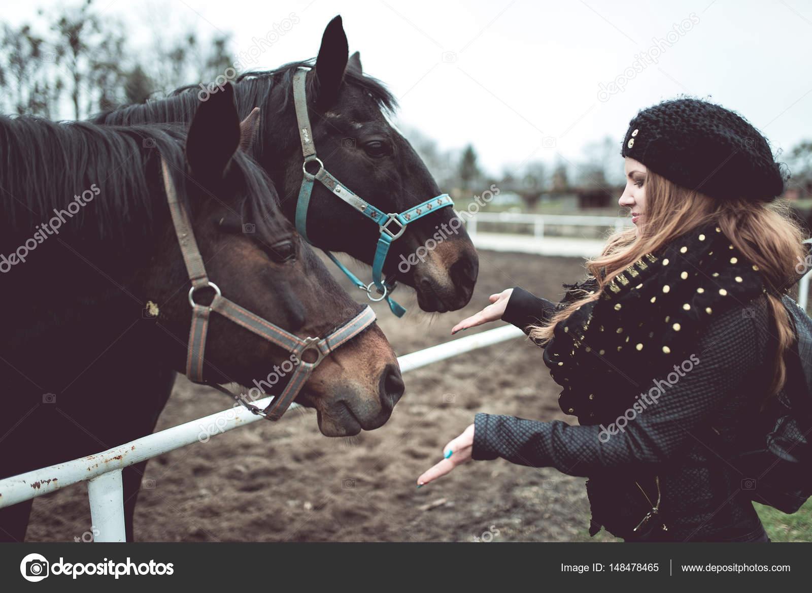 Секс конёнь с девочкой на руском