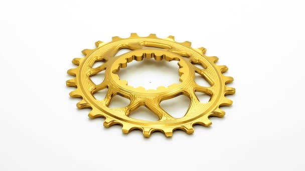 Arany és fekete ovális kerékpár lánctányért felszerelés, forgó fehér háttér
