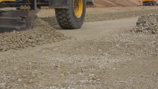 Srovnávač stroj vyrovnání sutiny kameny na stavbu nových silnic