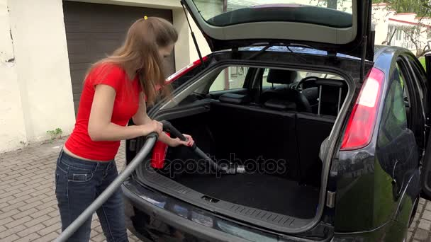 https://st3.depositphotos.com/1045223/13212/v/600/depositphotos_132124852-stockvideo-boot-interieur-van-de-auto.jpg