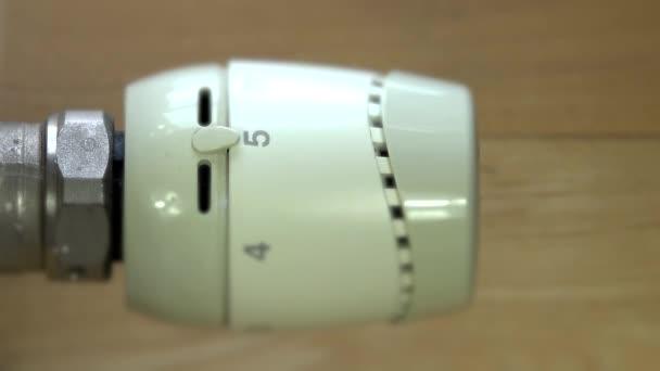 ručně nastavte radiátor ventil proti mrazu režim