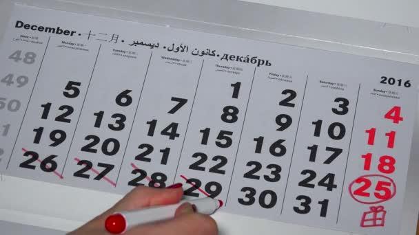 ruka s červenou značkou zabít posledních dnů měsíce prosince 2016 rok kalendáře