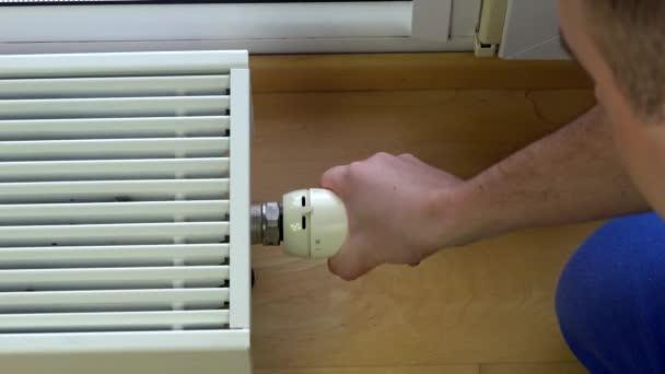 Muž ovládání klima doma