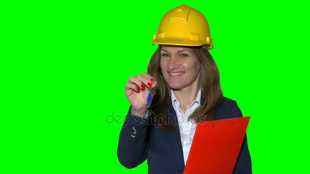 Geschäftsfrau Immobilienmakler mit Helm und geben Schlüssel her neues Haus
