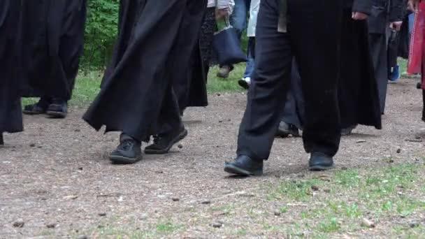 Resultado de imagen para caminando sobre la grava