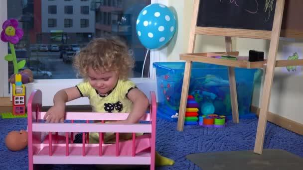 batole dítě stanovit hračka baby doll a houpačka v postýlce
