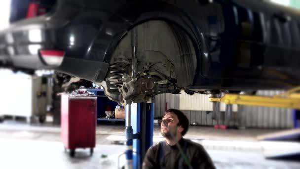 Automatický opravář s barem a hydraulických zvednout pracovní pod automobil