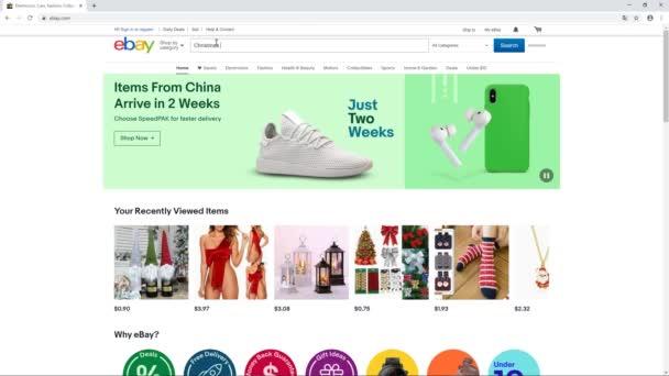 počítač uživatel procházet eBay webové stránky hledají vánoční dárky