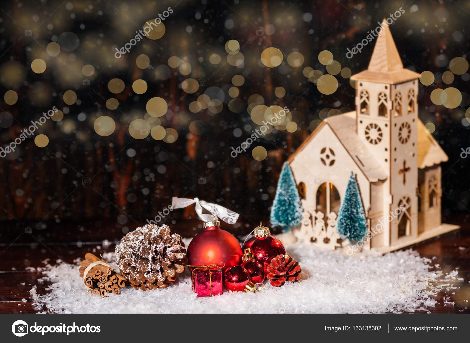 Rustikale Weihnachten Winterlandschaft mit Kirche und Geschenke ...