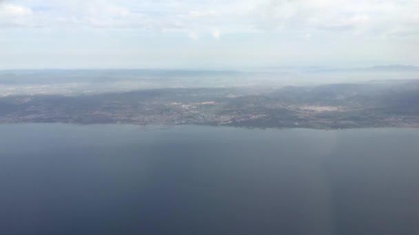 krásný pohled přírody z okna letadla