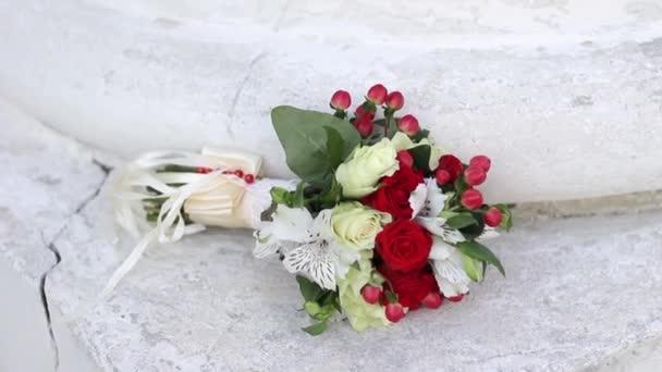 krásná kytice jarních květin