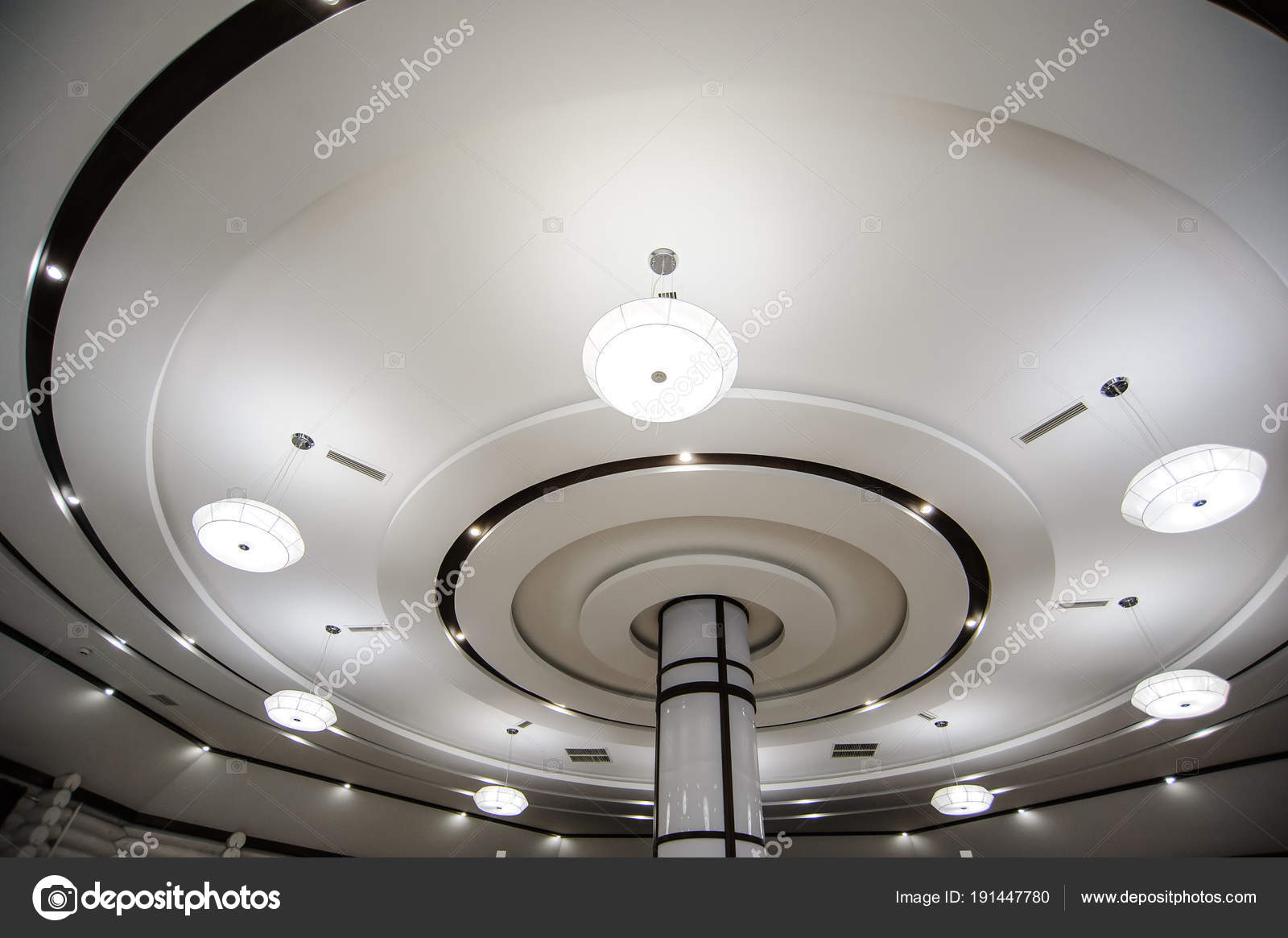 Plafoniere A Soffitto Moderne : A soffitto tondo con plafoniere moderne bianco u foto stock