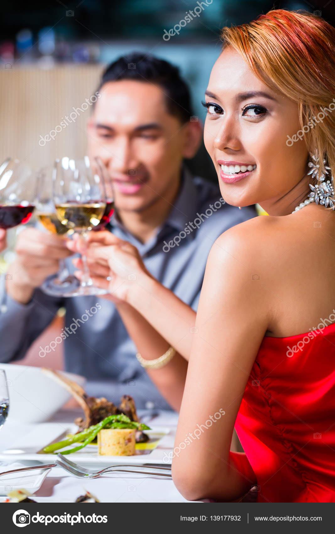 Diner dating service