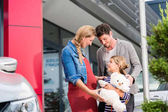 Fotografie Familie mit Tochter kaufen Auto