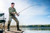Horgász horgászat hal fogása a tónál