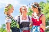 Fotografie Freunde besuchen bayerischen fair Spaß